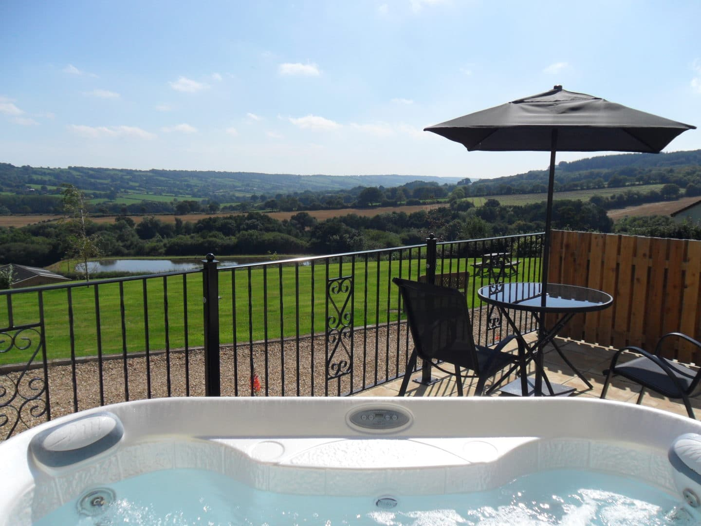 Willow cottage hot tub with a view