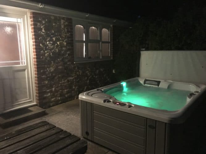 Couples cottage with private hot tub